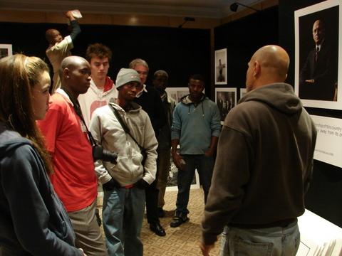 Ken Opprann talking to photo students by Heidenstrom