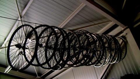 Sykkelhjul i Hellas by Heidenstrøm
