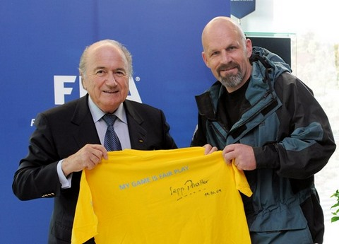 Photo ownwe; www.fifa.com - Blatter and Bjorn Heidenstrom after the president signing his shirt