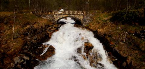 Tromsø bru av Bjørn Heidenstrøm